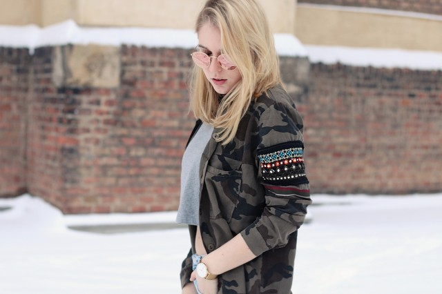 oliviasly_outfit_winter_croptop_faux_fur_jacke_spring_color14