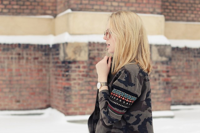 oliviasly_outfit_winter_croptop_faux_fur_jacke_spring_color15