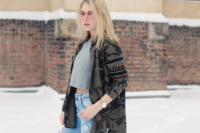 oliviasly_outfit_winter_croptop_faux_fur_jacke_spring_color19