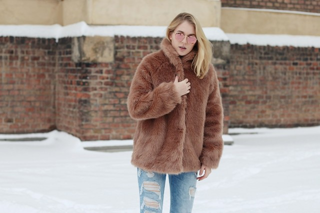 oliviasly_outfit_winter_croptop_faux_fur_jacke_spring_color20